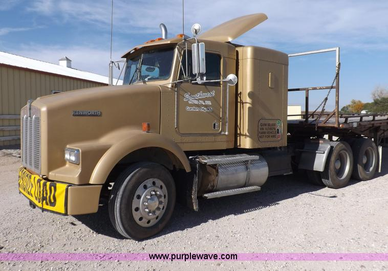 F6218.JPG - 1997 Kenworth T800 tandem axle semi truck , 683,258 miles on odometer , Miles may vary , Detroit 60 ...