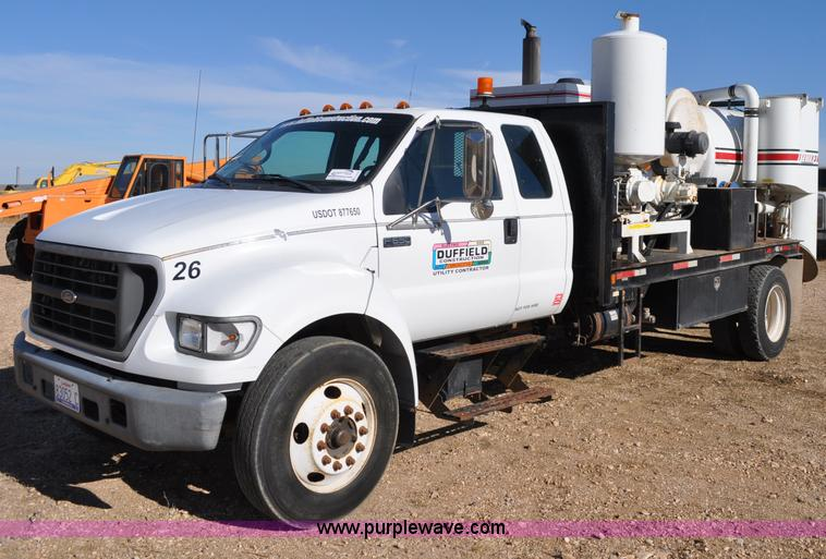 C3134.JPG - 2000 Ford F650 XL Super Duty Vac N Dig truck , 29,779 actual miles , Caterpillar 3126 7 2L six cylin...