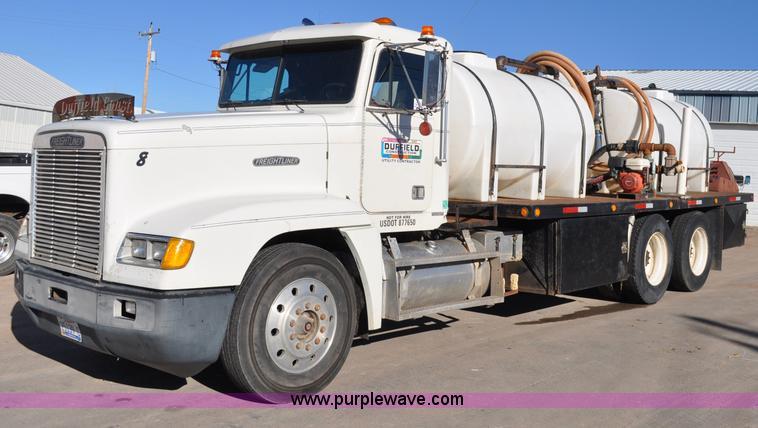 C3209.JPG - 1989 Freightliner FLD boring support truck , 1,008,204 miles on odometer , Cummins N14 14L L6 diesel...