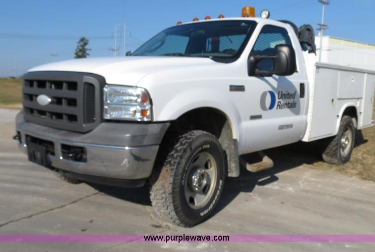 B4536.JPG - 2005 Ford F350 service truck , 159,004 actual miles , 6 0L V8 diesel engine , Automatic transmission...