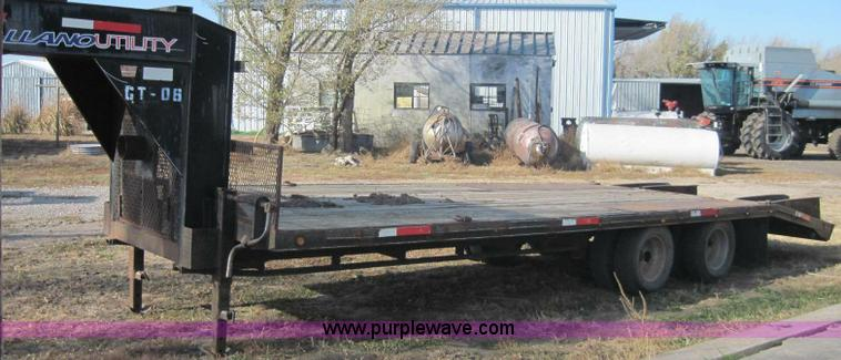B1613.JPG - 2000 Mongoose 25 gooseneck trailer , 20 flatbed , 5 dovetail , 102 quot W , 2 sliding fold over ramp...