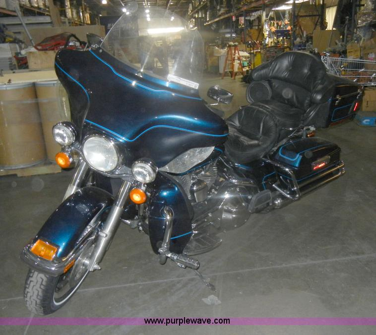 V9977.JPG - 2001 Harley Davidson USA Ultra Classic motorcycle , 17,334 miles on odometer , Gas engine , Electrag...