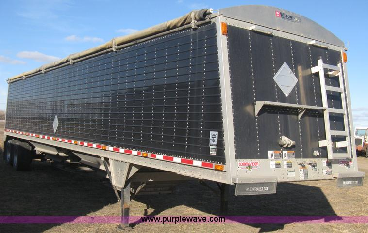 B8258.JPG - 2009 Wilson Commander hopper bottom trailer , Model DWH 550CB , 43L x 8W x 76 quot H , High sided , ...