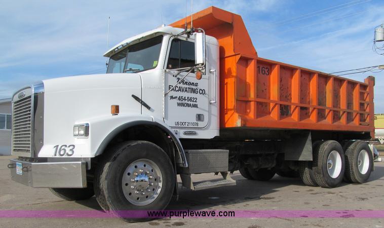 F5589.JPG - 2003 Freightliner FLD120 dump truck , 200,278 miles on odometer , Cummins ISM330 10 8L L6 diesel eng...