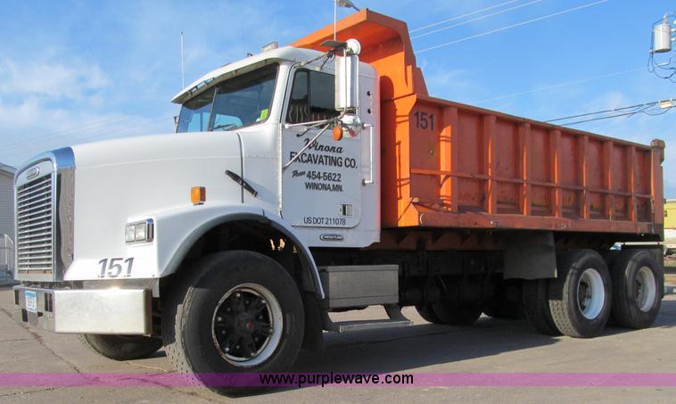 F5593.JPG - 1997 Freightliner FLD112SD dump truck , 499,819 miles on odometer , Cummins L10 300 10 0L L6 diesel ...