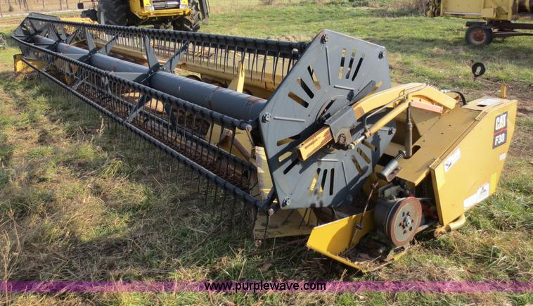 F6558.JPG - Caterpillar F30 header , 30 , Full fingered auger , Hydraulic fore and aft controls , Sickle head br...