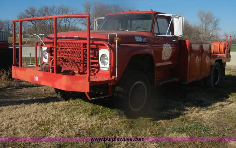 D4520.JPG - 1974 Ford F600 truck , 34,107 miles on odometer , Gas engine , Four speed manual transmission , Four...