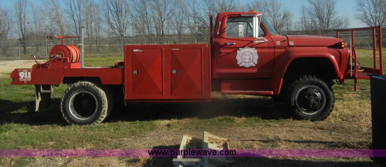 D4520C.JPG - 1974 Ford F600 truck , 34,107 miles on odometer , Gas engine , Four speed manual transmission , Four...