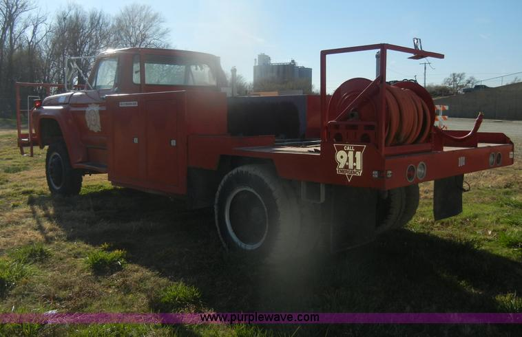 D4520F.JPG - 1974 Ford F600 truck , 34,107 miles on odometer , Gas engine , Four speed manual transmission , Four...