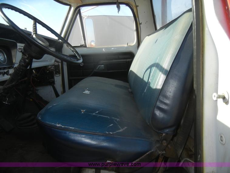D4520H.JPG - 1974 Ford F600 truck , 34,107 miles on odometer , Gas engine , Four speed manual transmission , Four...