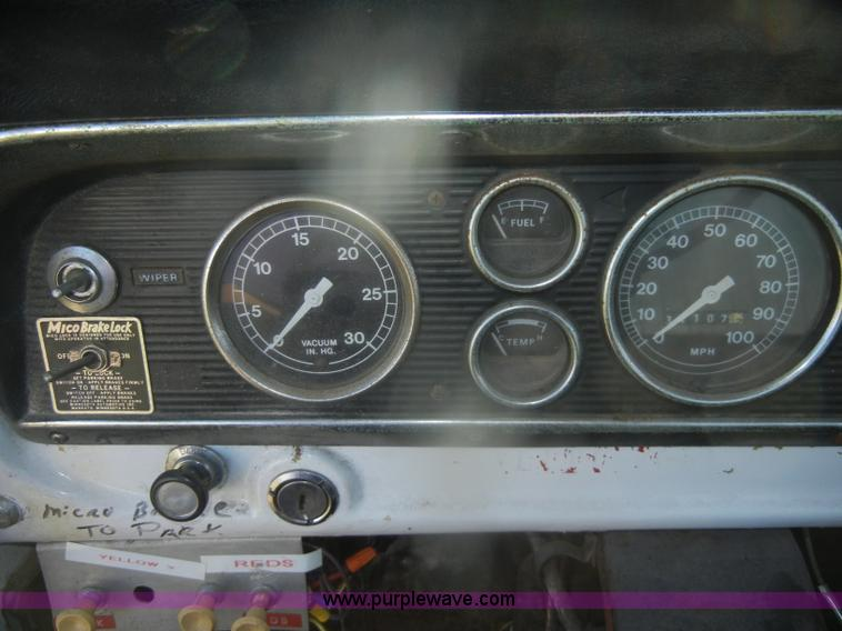 D4520S.JPG - 1974 Ford F600 truck , 34,107 miles on odometer , Gas engine , Four speed manual transmission , Four...