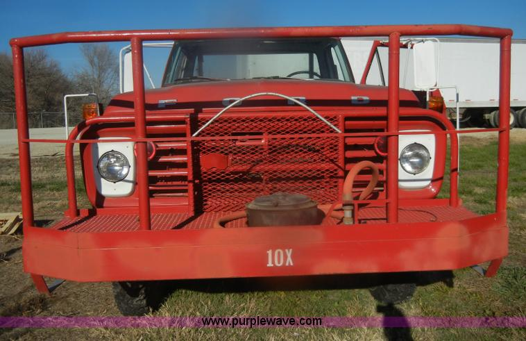 D4520ZF.JPG - 1974 Ford F600 truck , 34,107 miles on odometer , Gas engine , Four speed manual transmission , Four...