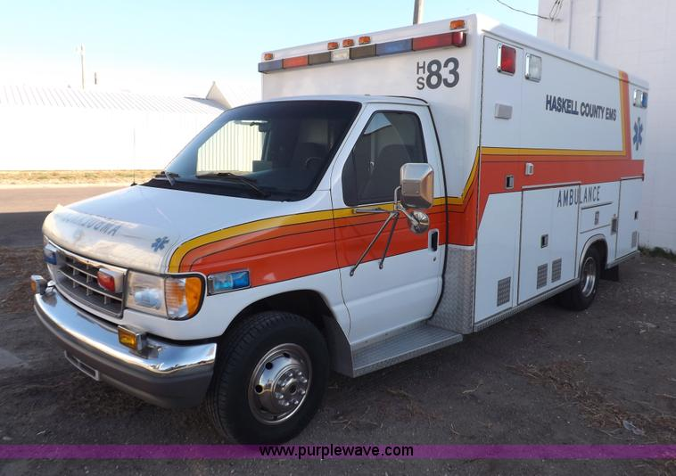 F6358.JPG - 1996 Ford Econoline E350 ambulance , 31,099 actual miles , 1,091 hours on meter , 7 3L V8 turbo dies...