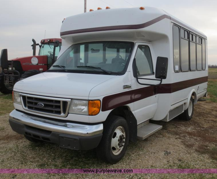 F6556.JPG - 2007 Ford Econoline E350 Super Duty bus , 112,450 miles on odometer , 10 passenger , 6 7L V10 gas en...