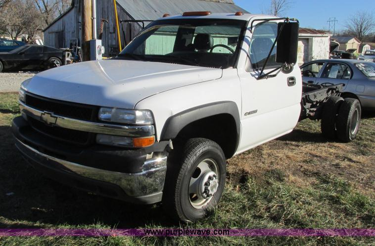 F4123.JPG - 2002 Chevrolet 3500 cab and chassis , 278,325 miles on odometer , 6 0L V8 OHV 16V gas engine , Autom...