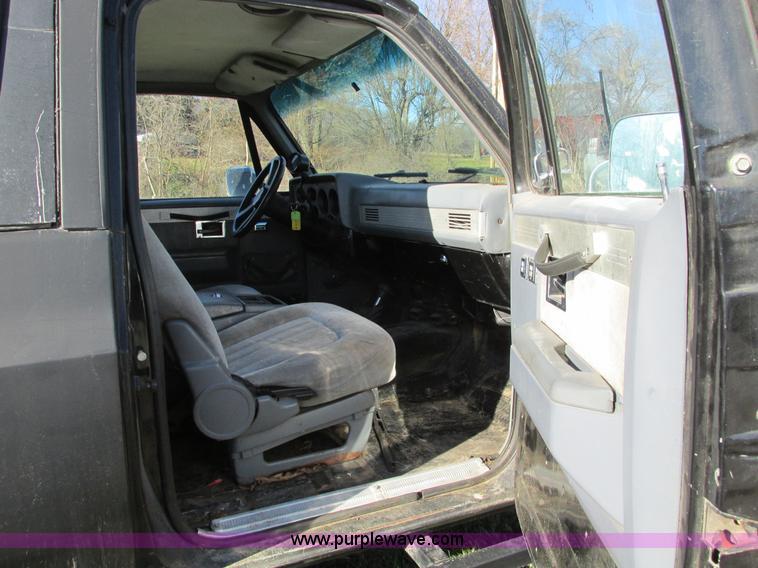 F4124P.JPG - 1989 Chevrolet K5 Blazer SUV , 39,813 miles on odometer , 5 7L V8 OHV 16V gas engine , Automatic tra...