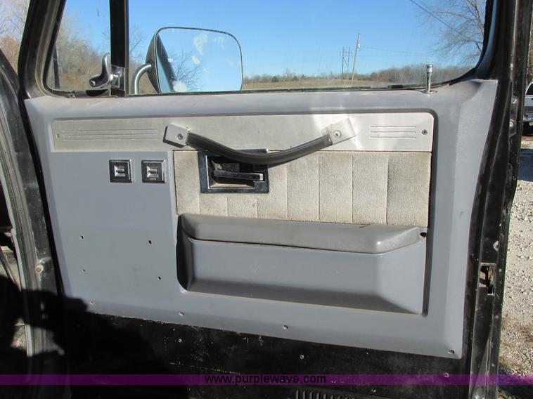 F4124Q.JPG - 1989 Chevrolet K5 Blazer SUV , 39,813 miles on odometer , 5 7L V8 OHV 16V gas engine , Automatic tra...