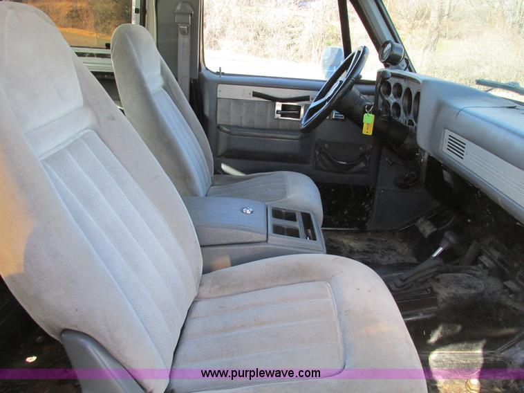 F4124U.JPG - 1989 Chevrolet K5 Blazer SUV , 39,813 miles on odometer , 5 7L V8 OHV 16V gas engine , Automatic tra...