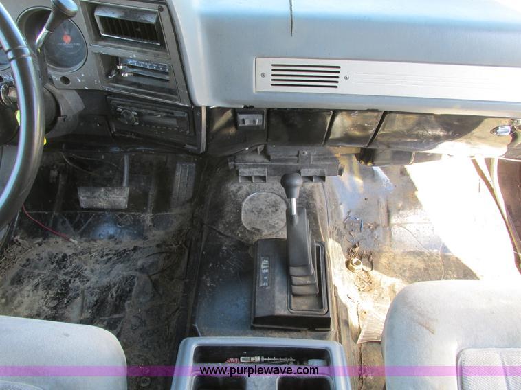 F4124ZB.JPG - 1989 Chevrolet K5 Blazer SUV , 39,813 miles on odometer , 5 7L V8 OHV 16V gas engine , Automatic tra...