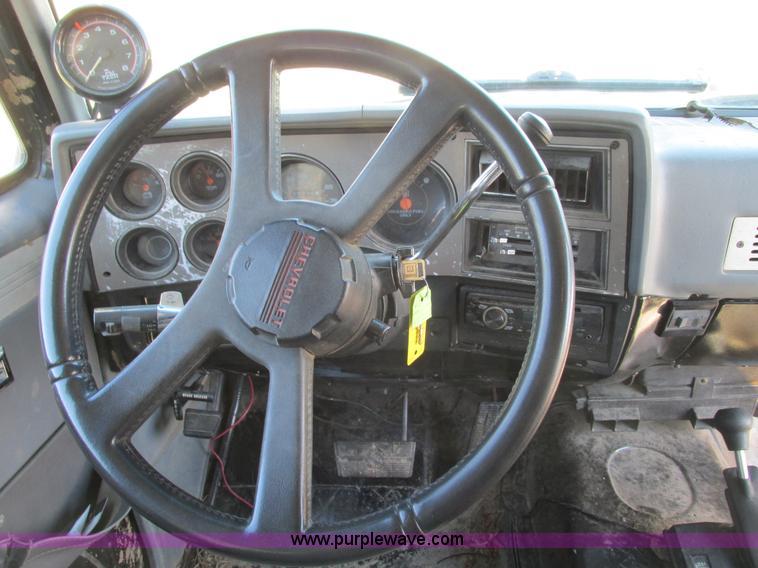 F4124ZC.JPG - 1989 Chevrolet K5 Blazer SUV , 39,813 miles on odometer , 5 7L V8 OHV 16V gas engine , Automatic tra...