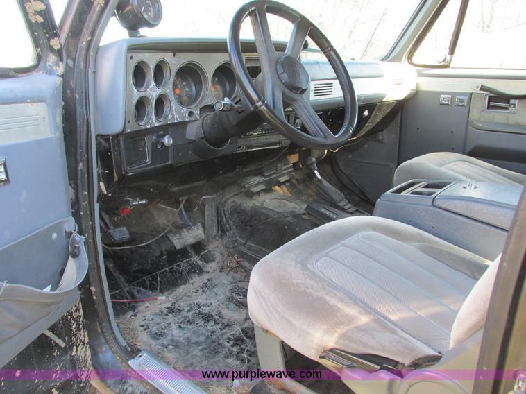 F4124ZG.JPG - 1989 Chevrolet K5 Blazer SUV , 39,813 miles on odometer , 5 7L V8 OHV 16V gas engine , Automatic tra...