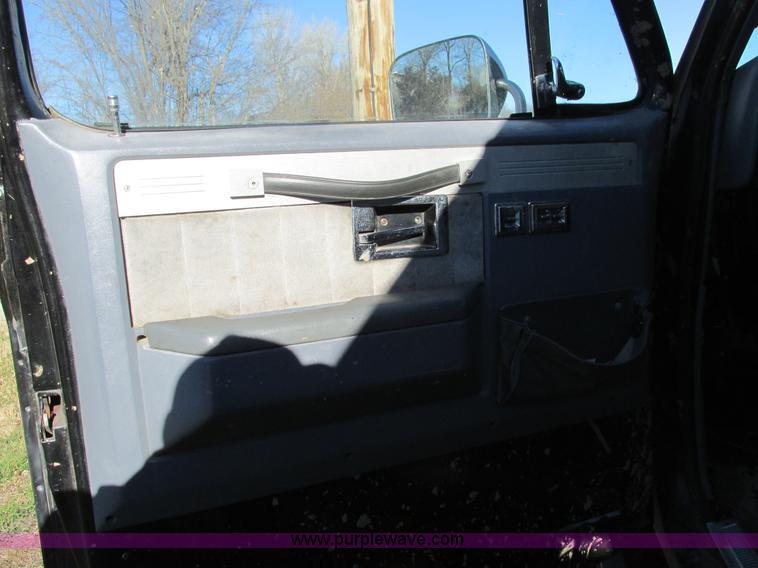 F4124ZI.JPG - 1989 Chevrolet K5 Blazer SUV , 39,813 miles on odometer , 5 7L V8 OHV 16V gas engine , Automatic tra...