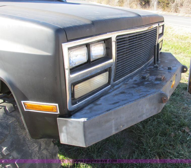 F4124ZM.JPG - 1989 Chevrolet K5 Blazer SUV , 39,813 miles on odometer , 5 7L V8 OHV 16V gas engine , Automatic tra...