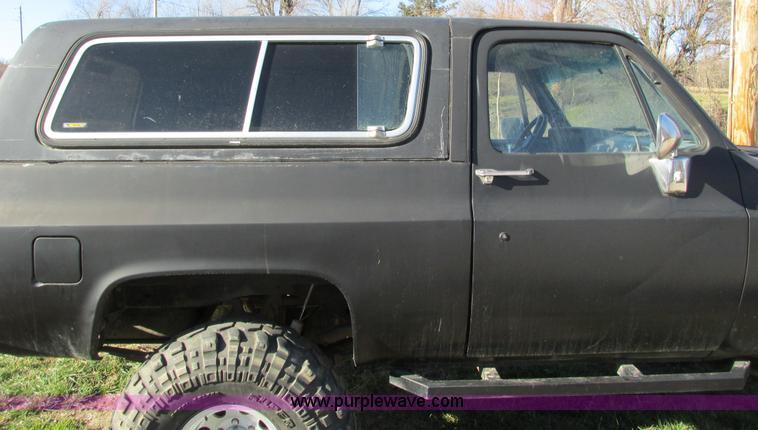 F4124ZU.JPG - 1989 Chevrolet K5 Blazer SUV , 39,813 miles on odometer , 5 7L V8 OHV 16V gas engine , Automatic tra...