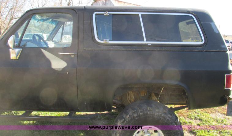 F4124ZV.JPG - 1989 Chevrolet K5 Blazer SUV , 39,813 miles on odometer , 5 7L V8 OHV 16V gas engine , Automatic tra...
