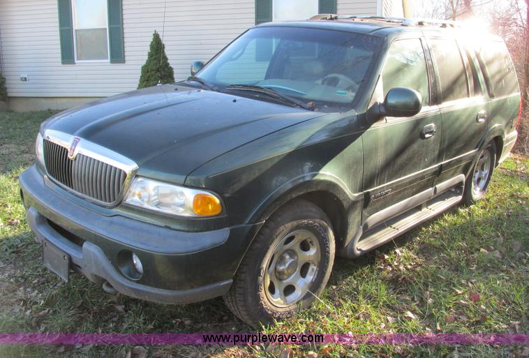 F4126.JPG - 1999 Lincoln Navigator SUV , Unknown miles on odometer , 5 4L V8 DOHC 32V gas engine , Automatic tra...