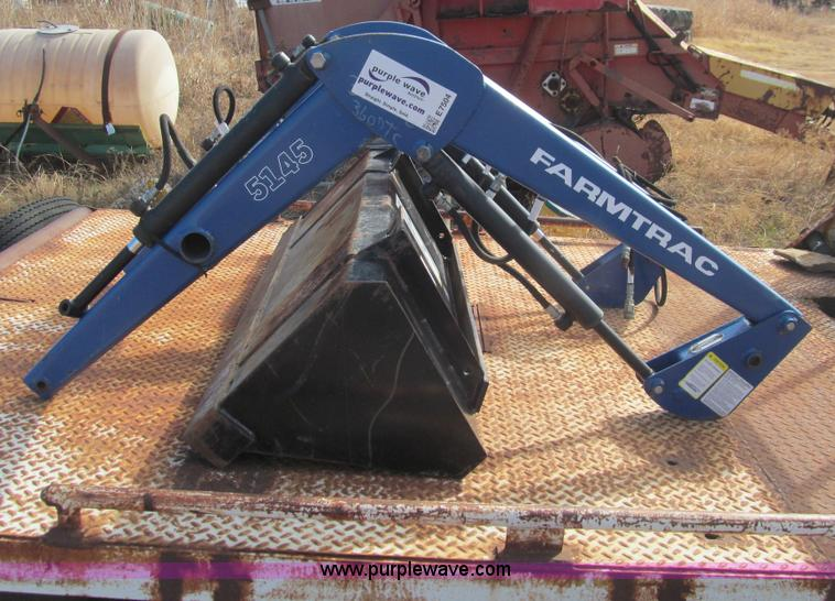 E7504.JPG - Farmtrac 5145 loader , Hydraulics , 5 bucket , Never attached , No brackets , Serial 06030814 ...