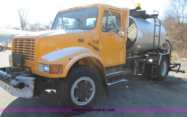 E3625.JPG - 1996 International 4900 oil distributor truck , 68,570 miles on odometer , 8,251 hours on meter , In...
