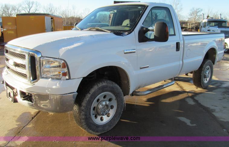 E3633.JPG - 2006 Ford F250 XLT Super Duty pickup truck , 156,713 miles on odometer , 6 0L V8 OHV 32V turbo diese...