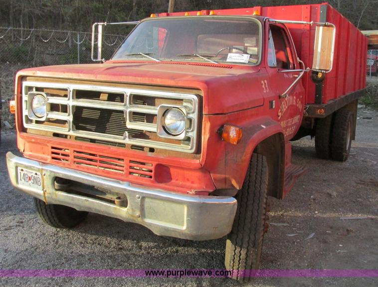 F4069.JPG - 1982 GMC Topkick 6000 dump truck , 70,877 miles on odometer , 5 7L V8 gas engine , Four speed manual...