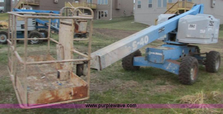 F4155.JPG - 1996 Genie S40 boom lift , Ford four cylinder gas engine , Model LRG 4231 6007 8 , Serial 24164 T 26...
