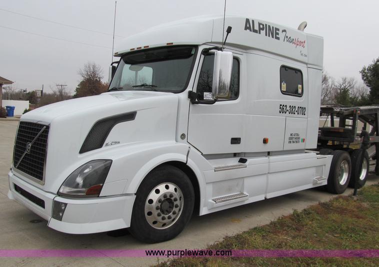 D7022.JPG - 2007 Volvo VNL TA semi truck , 412,130 miles on odometer , Volvo VED16 16 1L L6 diesel engine , 500 ...