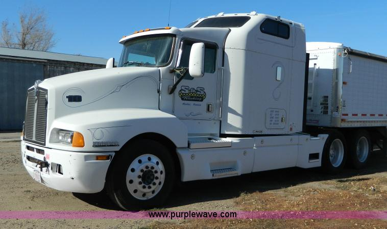 G7654.JPG - 1999 Kenworth T600B semi truck , 337,238 miles on odometer , Not Actual Mileage , Cummins N14 435ESP...