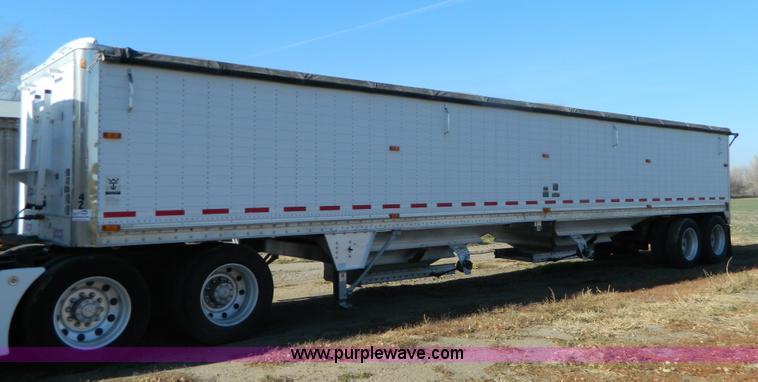 G7655.JPG - 2001 Wilson Pace Setter 43 double hopper grain trailer , 102 quot W x 72 quot H , Shur Lok rollover ...