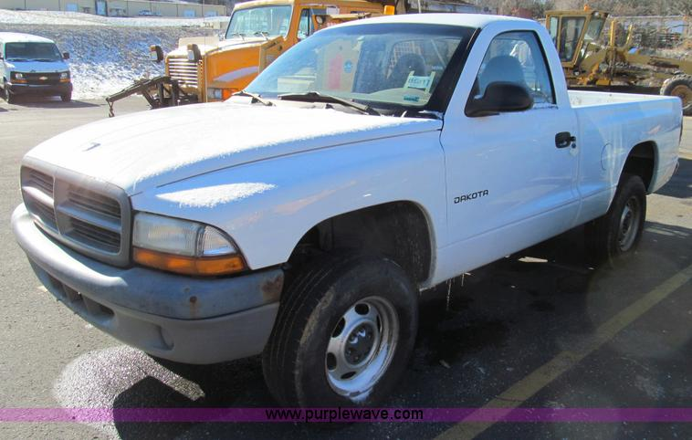 E3626.JPG - 2001 Dodge Dakota pickup truck , 140,214 miles on odometer , 3 9L V6 OHV 12V gas engine , Automatic ...