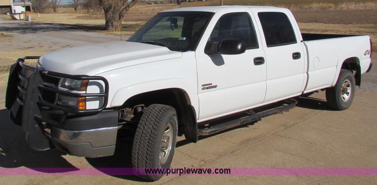 E8306.JPG - 2005 Chevrolet Silverado 3500 Crew Cab pickup truck , 243,932 miles on odometer , 6 6L V8 OHV 32V tu...