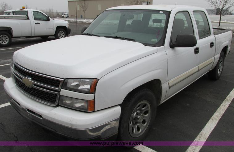 F4190.JPG - 2006 Chevrolet Silverado 1500 Crew Cab pickup truck , 142,900 miles on odometer , 4 8L V8 OHV 16V ga...