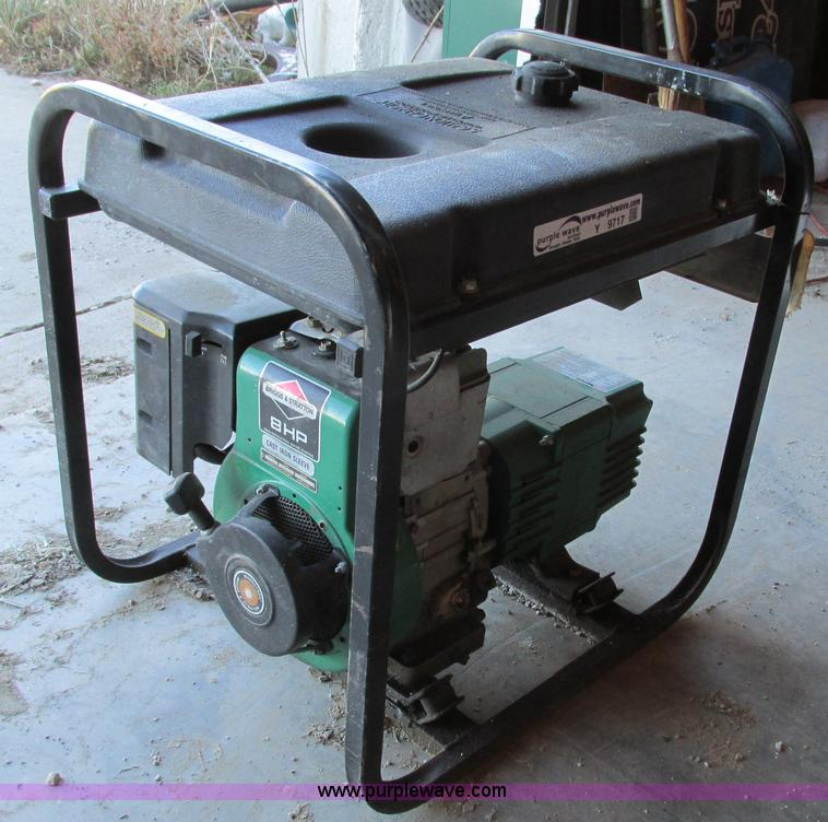 Y9717.JPG - Coleman Powermate 4000 generator , Model PM0544202 , 4,000 watt , 120/240V , Single phase , Briggs S...
