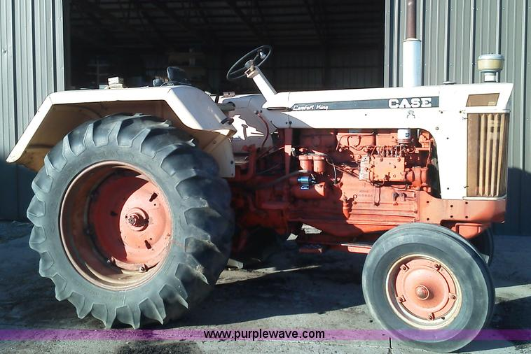 B1716.JPG - 1967 Case 930 tractor , 2,515 hours on meter , Diesel engine , 81 PTO HP , Six speed manual transmis...