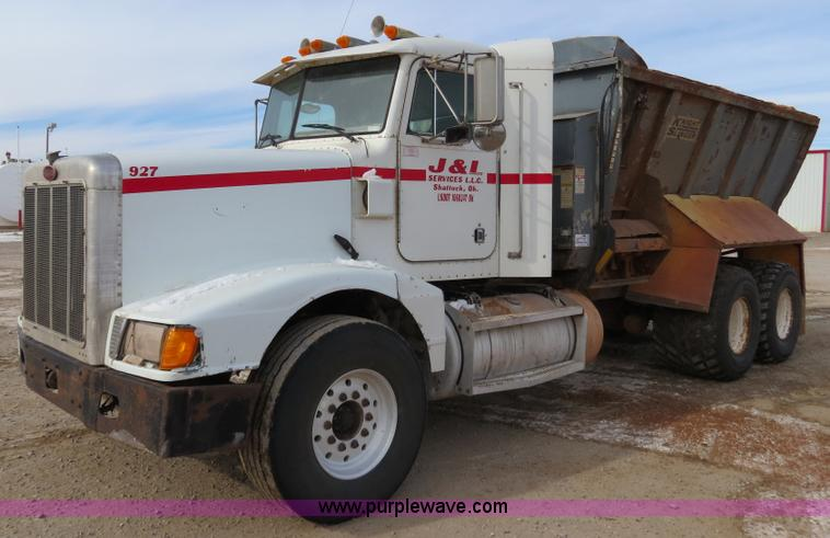 B4549.JPG - 1994 Peterbilt 377 spreader truck , 215,310 miles on odometer , 8,262 hours on meter , Detroit 60 12...