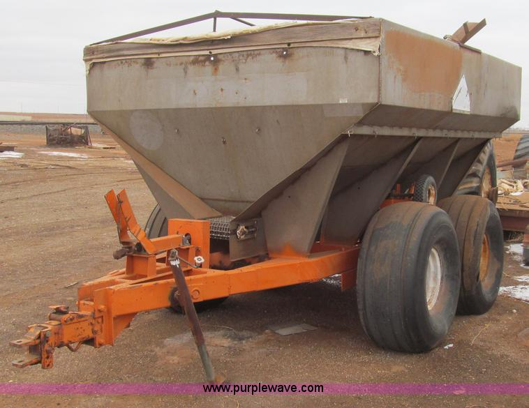 C3610.JPG - TCI Moonwalk five ton spreader , Ground driven , 21 5L 16 1 tires , Split in tire , Rust and repaire...