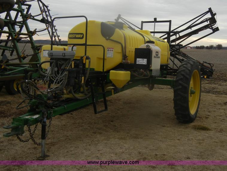 D4563.JPG - Bestway 750 gallon sprayer , Hiniker 8150 controller , Three gallon water tank , RHS 12 gallon foam ...