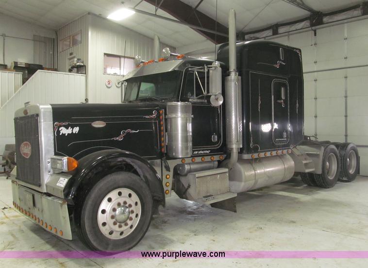 B5305.JPG - 1997 Peterbilt 379 semi truck , 1,057,009 miles on odometer , Detroit 12 7L L6 diesel engine , Eaton...