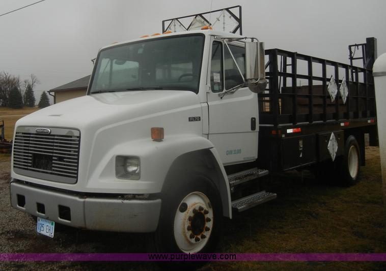 D4561.JPG - 2002 Freightliner FL70 , 199,708 miles on odometer , Caterpillar 3126 7 2L L6 diesel engine , Eaton ...