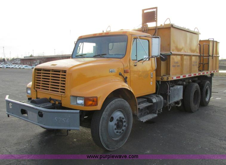 F4170.JPG - 1998 International 4900 flatbed/paint nurse truck , 57,043 miles on odometer , 1,799 hours on meter ...