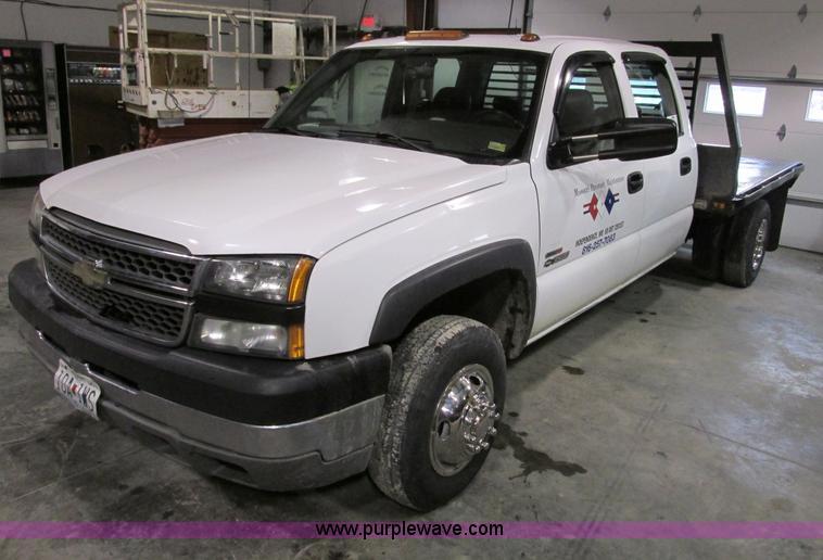 F4179.JPG - 2004 Chevrolet Silverado 3500 Crew Cab flatbed pickup truck , Duramax 6 6L V8 OHV 32V diesel engine ...